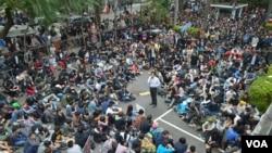 """反""""两岸服贸""""学生继续占据立法院大会堂"""