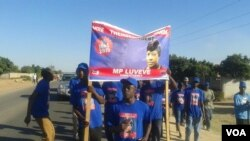 Supporters of independent Luveve constituency candidate, Thembekile Sibanda.