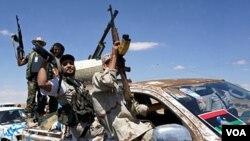 Para pejuang Libya mengepung pasukan pendukung Gaddafi di Bani Walid (10/9).