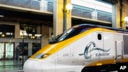영국해협을 운행하는 유로스타 기관차 (자료사진)