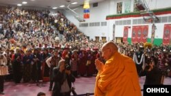 Dalai Lama merayakan Tahun Baru Tibet bersama kelompok Tibet di Minneapolis, AS.