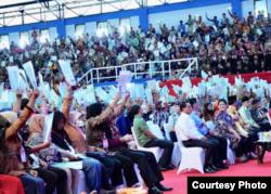 Suasana pembagian sertifikat tanah di Banjarbaru Kalimantan Selatan Senin 26 Maret 2018. (Foto courtesy: Biro Pers Istana)