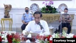 Presiden Jokowi dalam rapat terbatas di Istana Merdeka Jakarta , Senin (3/8) (Setpres RI)