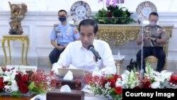 Presiden Jokowi dalam rapat terbatas di Istana Merdeka Jakarta , Senin (3/8) (Setpres RI).