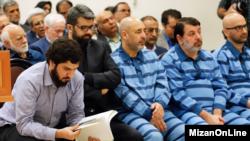 محمدهادی رضوی(سمت چپ)، یکی از متهمان بانک سرمایه و داماد محمدشریعتی وزیر کار و تعاون ایران