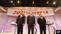 香港特别行政区行政长官候选人3月16日进行电视辩论后合影。从左至右:梁振英,唐英年,何俊仁