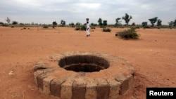 D'après Human-Rights Watch, des cadavres de présumés islamistes ont été jetés dans ce puits, à Sévaré. (28 jan. 2013)