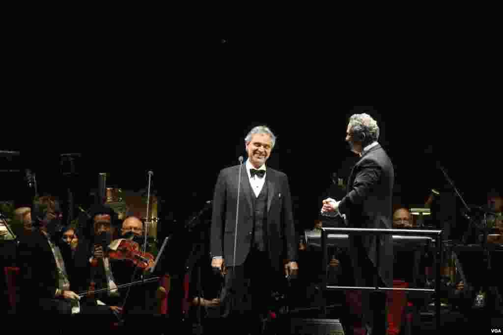 El tenor italiano Andrea Bocelli durante su concierto en Washington como parte de su gira 2013 por Estados Unidos.