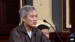 Nhà hoạt động Lưu Văn Vịnh tại tòa 5/10/2018.