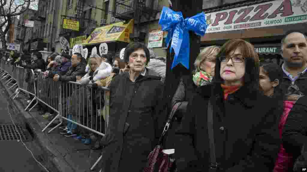 Polis zabiti Vencian Lünün dəfn mərasiminə minlərlə insan toplaşıb - Nyu-York, Bruklin, 4 yanvar, 2015