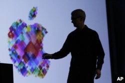 CEO Apple, Tim Cook memberikan presentasi layanan Operating System Apple, iOS 6 dalam Konferensi Pengembang Apple di San Francisco (11/6).