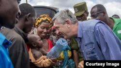 Mkuu wa masuala ya wakimbizi Umoja wa Mataifa, UN, Filippo Grandi alipotembelea kambi ya Nyarugusu magharibi yaTanzania, Februari, 2019. Picha kwa hisani ya UNHCR.