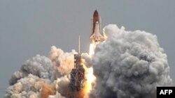 Atlantis đang thực hiện chuyến bay thứ 135 và là chuyến bay chót của chương trình phi thuyền con thoi mà Hoa Kỳ tiến hành trong 30 năm qua.