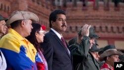 委内瑞拉临时总统马杜罗4月13日在加拉加斯参加一个纪念活动