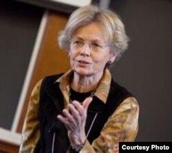 哈佛法学院教授伊丽莎白•巴托勒特(Elizabeth Bartholet)