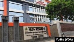 Salah satu rumah sakit rujukan penanganan covid-19 di Jawa Tengah, Jumat, 13 Maret 2020. (Foto: VOA/Yudha Satriawan)