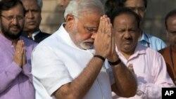 Thủ tướng Ấn Độ Narendra Modi đến viếng đài tưởng niệm ông Mohatma Gandhi