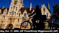 Đại học Oxford có một lịch sử nổi tiếng vì là nơi xuất phát của những nhân vật nổi tiếng trong nhiều lĩnh vực như các nhà thơ, hàng chục thủ tướng Anh và nhiều người đoạt giải Nobel.