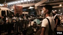 香港警方與抗議者衝突