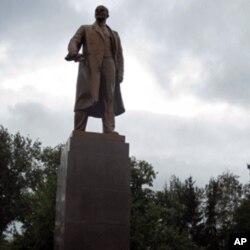 俄罗斯莫尔多维亚共和国首府萨兰斯克市中心的列宁塑像