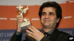 جعفر پناهی فیلمساز ایرانی جوایز متعددی از جشنواره های خارجی دریافت کرده است.