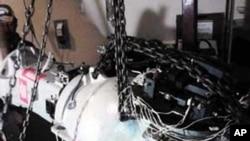 墨西哥国家核安全保障委员会在2013年12月4日展示存留的高放射性储存器的另外一个部分。