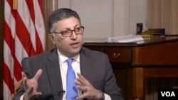 The Trump administration's top antitrust regulator, Makan Delrahim, speaks with VOA Persian about the protests in Iran, in this screenshot from video, Jan. 5, 2018. (Hans Cho, Kevin Nha, VOA Persian)