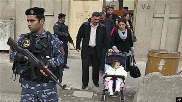 Iraqi police guard the entrance to a Church in Baghdad, Iraq, Dec 25, 2009 (File Photo)