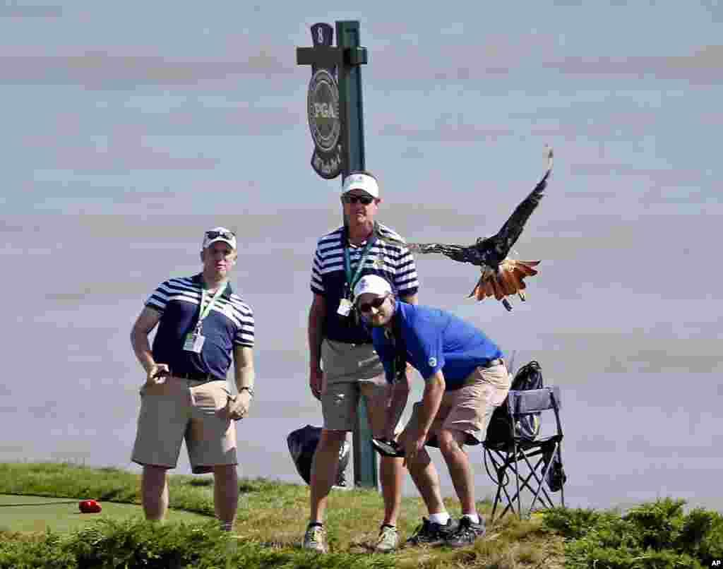Một buổi tập luyện trong Giải Vô địch golf PGA tại Whistling Straits ở Haven, bang Wisconsin, Mỹ.