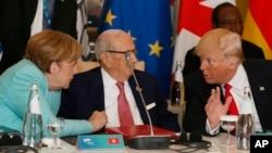 美國川普總統(右)5月27日在意大利七國集團峰會上。