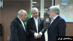 علی صدقی (سمت چپ)، مدیر عامل بانک رفاه، یکی از مدیران برکنار شده بانکها.