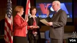 Amanda Bennett is sworn in by BBG CEO John Lansing as VOA's new Director. Kelu Chao, who served as acting VOA Director for nearly a year, holds the Bible.