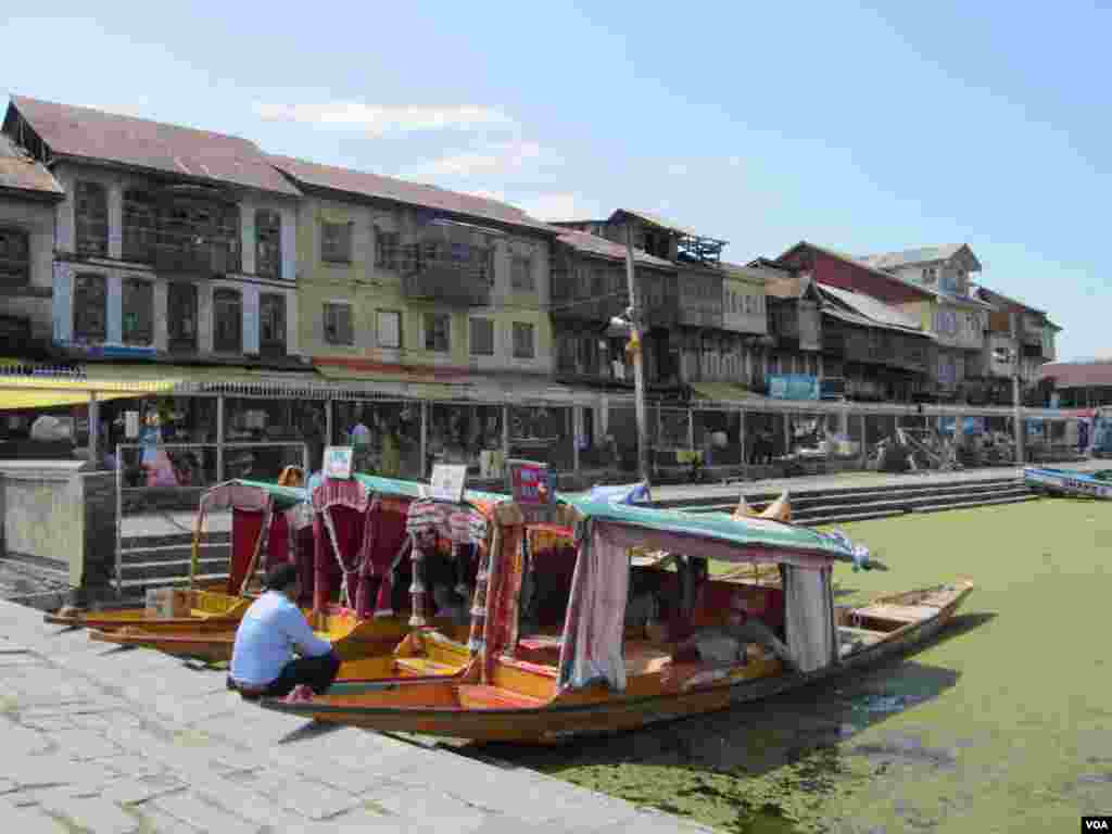Shops bordering Dal Lake in Srinagar, Indian Kashmir. (Aru Pande/VOA)