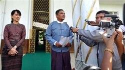 مذاکره آنگ سان سوچی با يک مقام بلندپايه برمه