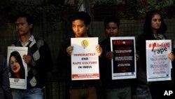 Des étudiants manifestent contre le viol à New Delhi, Ide, 21 février 2017.