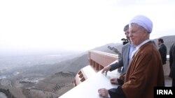 هاشمی رفسنجانی در یک سفر داخلی زمان ریاست جمهوری
