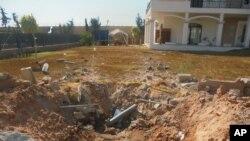 Hư hại trước sân khu vực Đại sứ quán Hoa Kỳ tại Tripoli, ngày 31/8/2014.