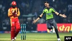 اسلام آباد یونائیٹڈ نے لاہور قلندرز کے خلاف پہلے مقابلے میں ایک وکٹ سے کامیابی حاصل کی تھی۔