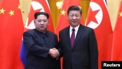 北韓領導人金正恩(左)對華秘密訪問期間,3月28日與中國領導人習近平舉行了會談。