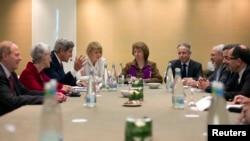 지난 9일 스위스 제네바에서 열린 이란 핵협상에서 각 국 대표들이 핵 문제 해결 방안을 논의하고 있다.