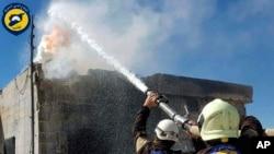 Пожарные провинции Идлиб после бомбардировки. Фото АП
