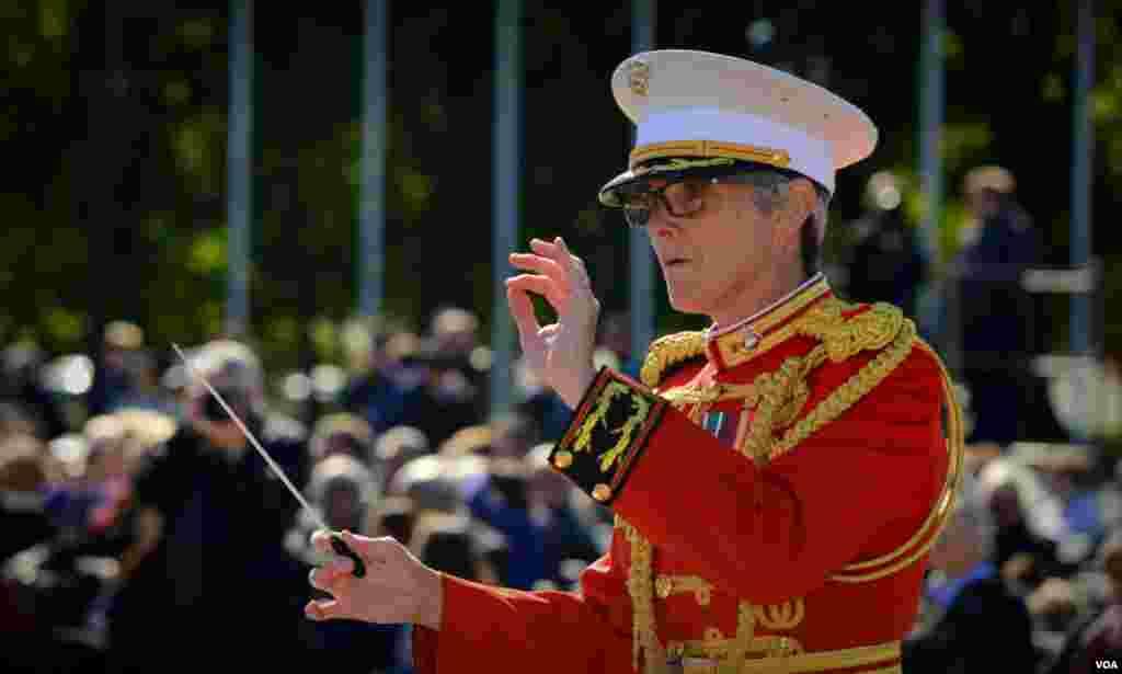 Дирижер военного оркестра