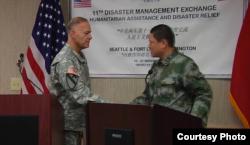 美中两军2015年11月在华盛顿州举行人道救援交流 (美国陆军照片)