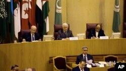 7일 이집트 수도 카이로에서 열린 회의에서 마흐무드 압바스 팔레스타인 자치정부 수반이 발언하고 있다. 하마스 측은 압바스 수반이 하마스와의 통합 정부를 깰 수 있다고 밝히자 맹비난하고 나섰다.
