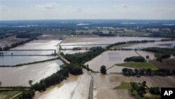 Отворени браните на Мисисипи