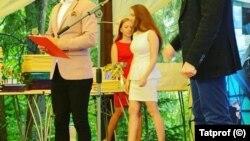 شرکت روسی «تاتپروف» کارمندان زن را تشویق می کند دامن بپوشند و آرایش کنند