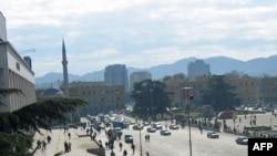 Tirana dhe mjedisi i saj problematik