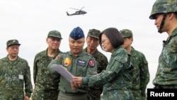 지난달 차이잉원 타이완 대통령이 중국의 침공을 가정한 대규모 해상훈련인 '한광훈련' 을 참관했다.