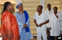 Deputy prosecutor of the International Criminal Court (ICC) Fatou Bensouda (L), flanked by Conakry central hospital's director Fatou Sikhe Camara (2ndL), listens to doctors on February 18, 2010 during a visit at Hospital Donka.