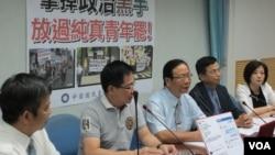 台湾执政党国民党立法院党团召开记者会指责民进党操弄学生